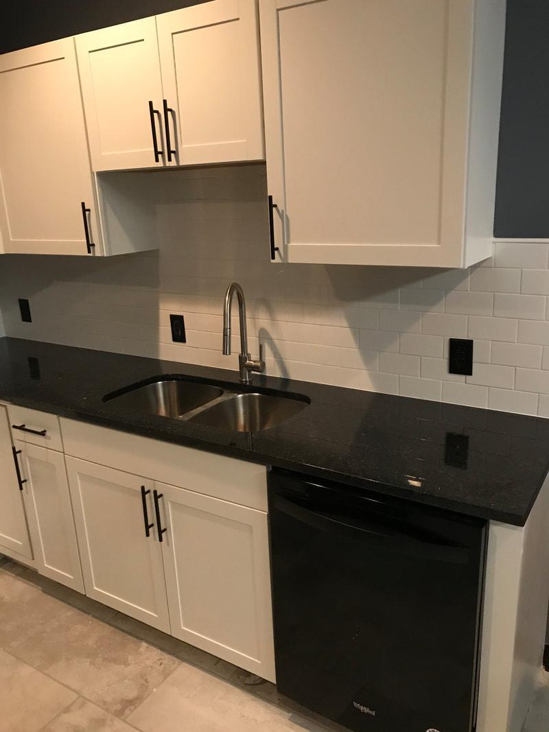 Kitchen sink and dishwasher